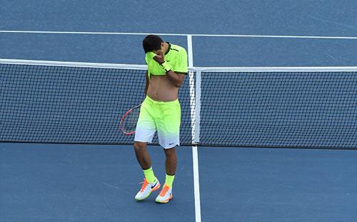 """""""Siêu quậy"""" tennis dọa nhét bóng vào mồm khán giả - 1"""