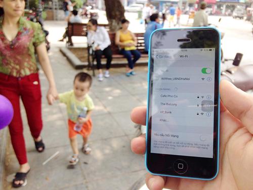Trải nghiệm wifi miễn phí trên phố đi bộ quanh Hồ Gươm - 7