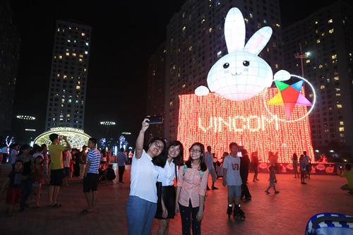 """Kỷ lục Guinness mùa Trung Thu 2016: Chính thức """"lên đèn"""" Thỏ Vincom - 7"""