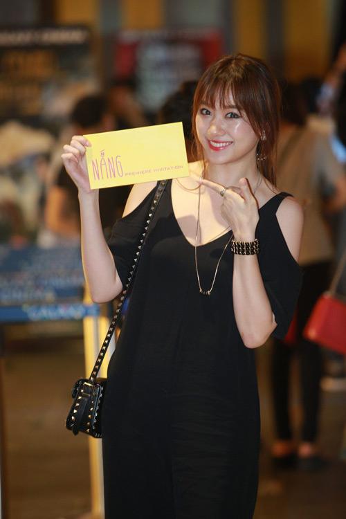 Hari Won một mình ra Hà Nội ủng hộ phim của bạn trai - 1