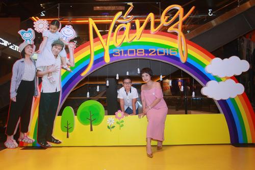 Hari Won một mình ra Hà Nội ủng hộ phim của bạn trai - 6