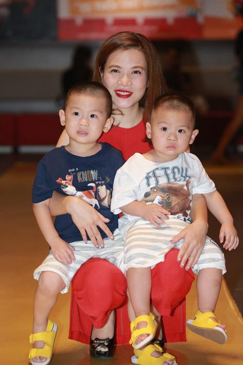 Hari Won một mình ra Hà Nội ủng hộ phim của bạn trai - 7