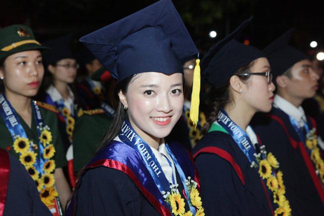 Quỳnh Anh là người đại diện cho 100 thủ khoa phát biểu trong lễ vinh danh thủ khoa xuất sắc của các trường đại học, học viện trên địa bàn Hà Nội (ngày 28/8).