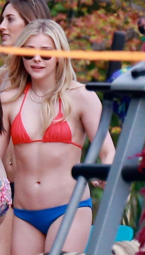 Bỏng mắt với đồ bơi 3cm của bạn gái cậu cả nhà Beckham - 5