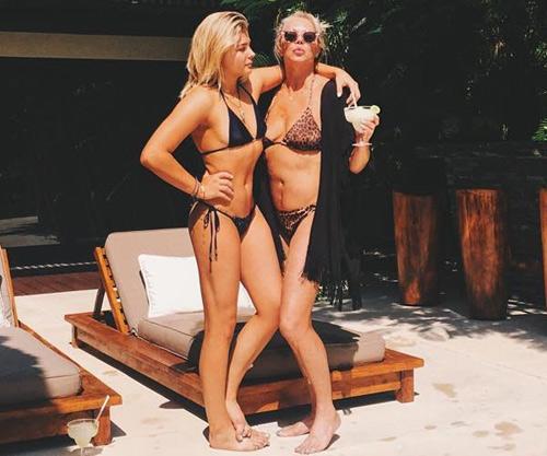 Bỏng mắt với đồ bơi 3cm của bạn gái cậu cả nhà Beckham - 9