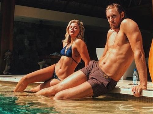 Bỏng mắt với đồ bơi 3cm của bạn gái cậu cả nhà Beckham - 8