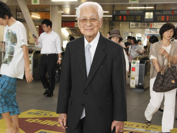 Lão ông Nhật Bản trăm tuổi vẫn hăng say lao động - 1