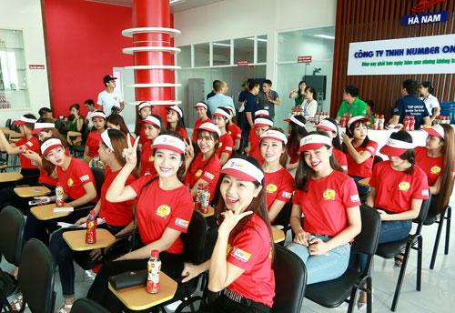 """Top 25 """"Hoa khôi sinh viên Hà Nội"""" thăm nhà máy Number 1 Hà Nam - 2"""