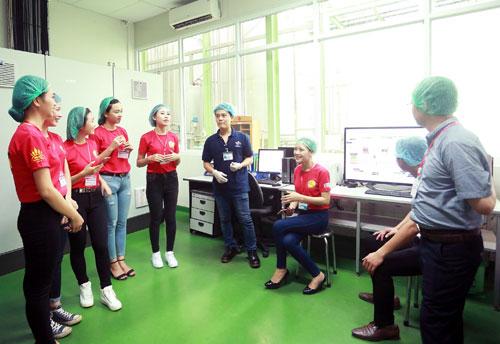 """Top 25 """"Hoa khôi sinh viên Hà Nội"""" thăm nhà máy Number 1 Hà Nam - 4"""