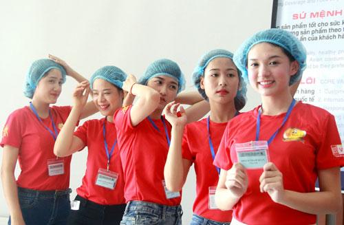 """Top 25 """"Hoa khôi sinh viên Hà Nội"""" thăm nhà máy Number 1 Hà Nam - 8"""