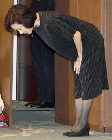 Con phạm tội hiếp dâm, mẹ Nhật cúi đầu xin lỗi toàn dân - 3