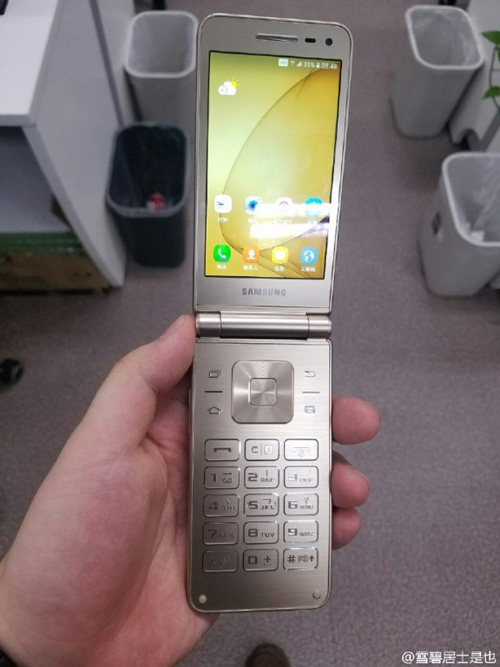 Trên tay smartphone nắp gập Galaxy Folder 2 sắp ra mắt - 1