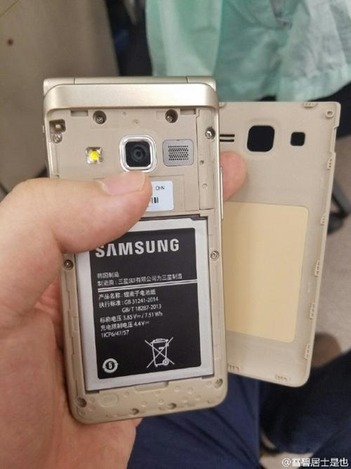 Trên tay smartphone nắp gập Galaxy Folder 2 sắp ra mắt - 8