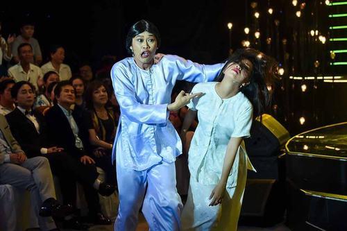 """""""Khó thở"""" với cảnh Hoài Linh túm tóc, tát mặt cháu gái - 2"""