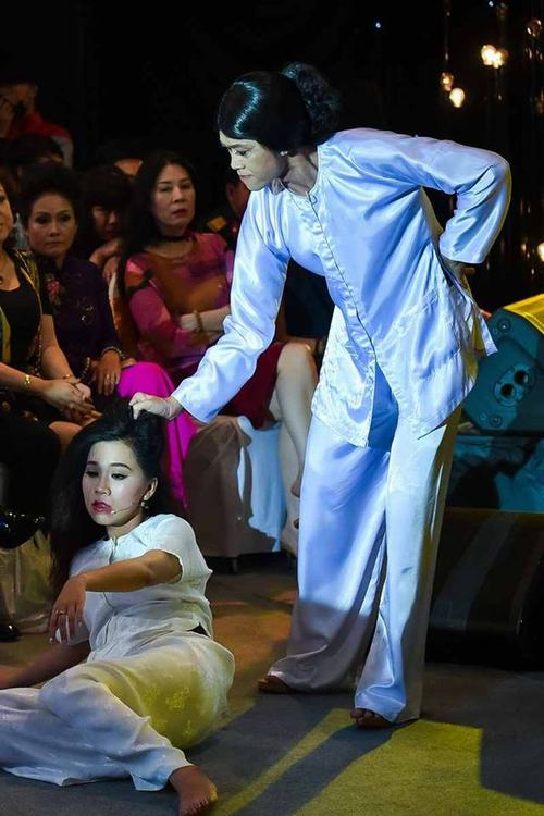 """""""Khó thở"""" với cảnh Hoài Linh túm tóc, tát mặt cháu gái - 3"""