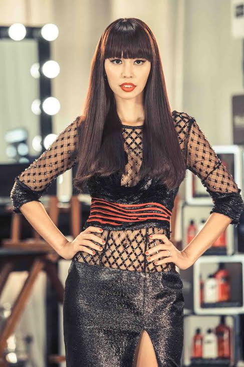 """Phạm Hương và """"cô gái sexy nhất The Face"""" lại đối đầu - 2"""