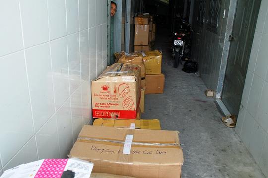 """Thu giữ hàng ngàn """"hàng sung sướng"""" mua từ chợ Kim Biên - 2"""