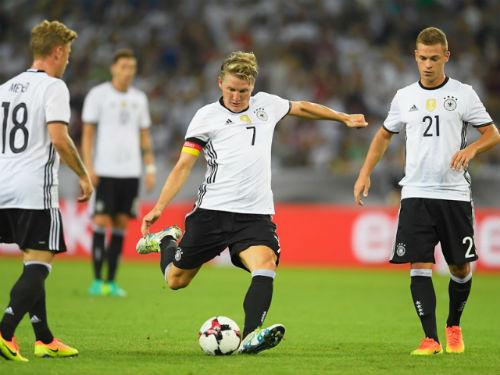 Đức – Phần Lan: Lời chia tay của Schweinsteiger - 1