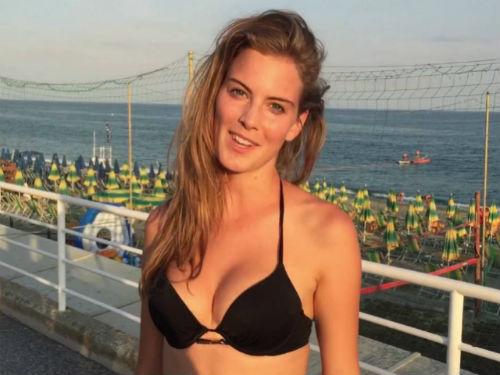 Video: Siêu mẫu bikini nóng bỏng tâng bóng thiêu đốt cánh mày râu - 1