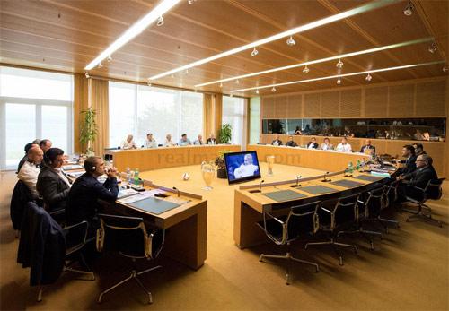 Hội nghị HLV UEFA đủ mặt anh tài trừ… Pep và Conte - 1