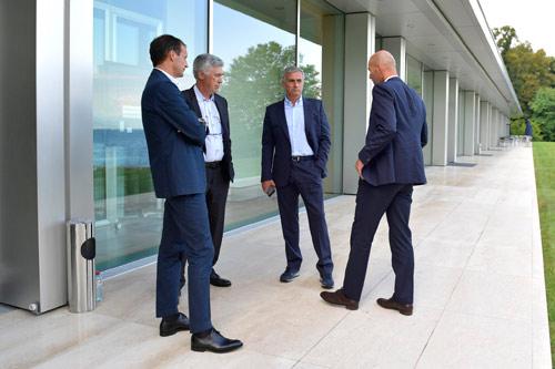 Hội nghị HLV UEFA đủ mặt anh tài trừ… Pep và Conte - 3