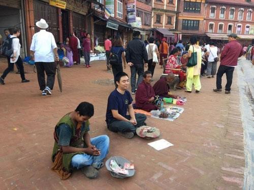 Chàng trai Việt giả ăn xin ở Nepal và bất ngờ xảy đến - 2