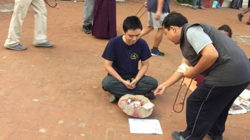 Chàng trai Việt giả ăn xin ở Nepal và bất ngờ xảy đến - 3