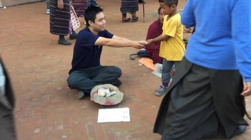Chàng trai Việt giả ăn xin ở Nepal và bất ngờ xảy đến - 5
