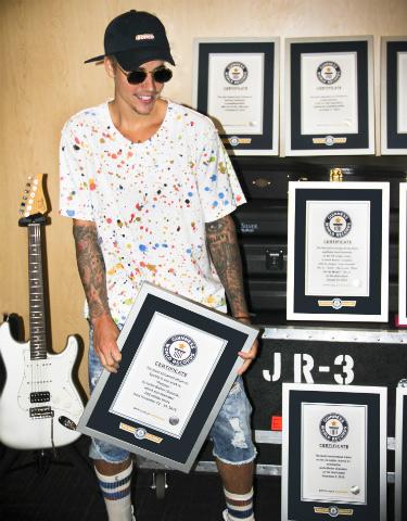 Justin Bieber lập 8 kỷ lục Guinness thế giới - 1