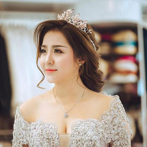 Cô vợ xinh đẹp Đà Nẵng được chồng tặng xe 7 tỷ - 1