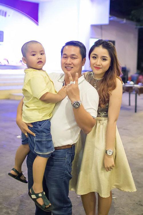 Cô vợ xinh đẹp Đà Nẵng được chồng tặng xe 7 tỷ - 4