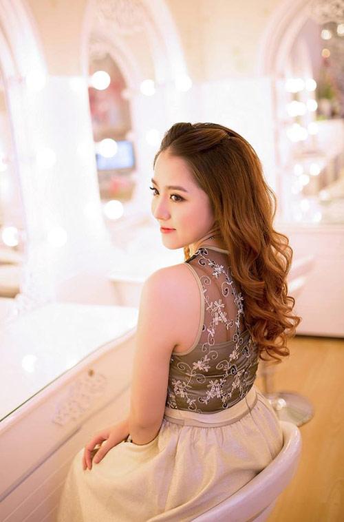 Cô vợ xinh đẹp Đà Nẵng được chồng tặng xe 7 tỷ - 7