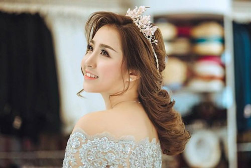 Cô vợ xinh đẹp Đà Nẵng được chồng tặng xe 7 tỷ - 5