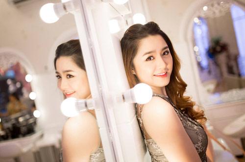 Cô vợ xinh đẹp Đà Nẵng được chồng tặng xe 7 tỷ - 6