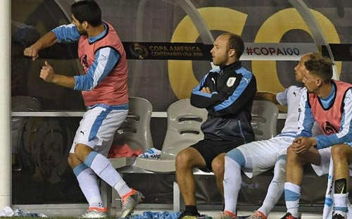 "Argentina – Uruguay: ""Hào khí"" từ Messi - 2"