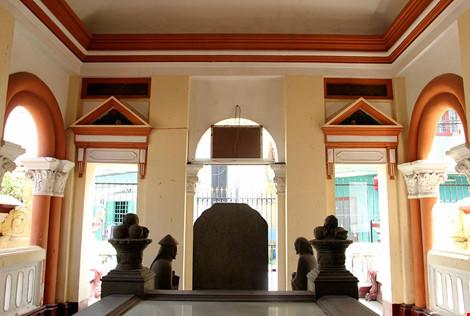 Choáng ngợp khu mộ cổ của bá hộ giàu nhất Sài Gòn xưa - 13