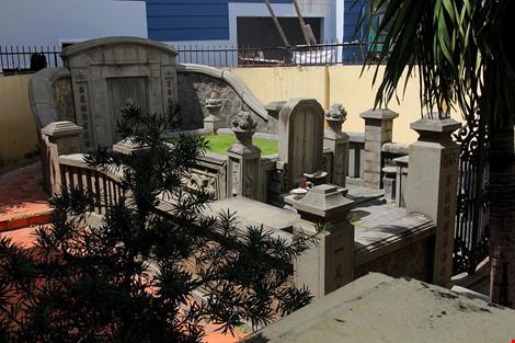 Choáng ngợp khu mộ cổ của bá hộ giàu nhất Sài Gòn xưa - 17