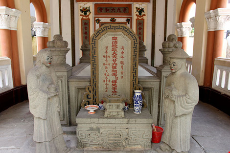 Choáng ngợp khu mộ cổ của bá hộ giàu nhất Sài Gòn xưa - 4