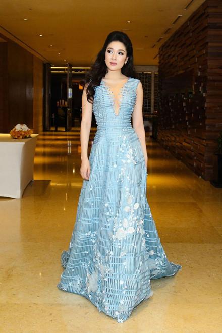 Ngẩn ngơ trước nhan sắc của Hoa hậu Nguyễn Thị Huyền - 1