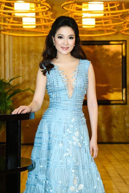 Ngẩn ngơ trước nhan sắc của Hoa hậu Nguyễn Thị Huyền - 2