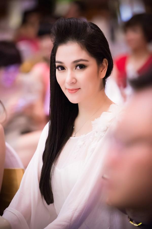 Ngẩn ngơ trước nhan sắc của Hoa hậu Nguyễn Thị Huyền - 6
