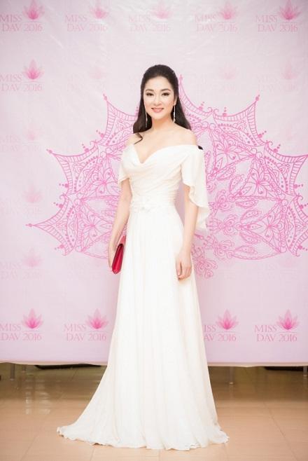 Ngẩn ngơ trước nhan sắc của Hoa hậu Nguyễn Thị Huyền - 7