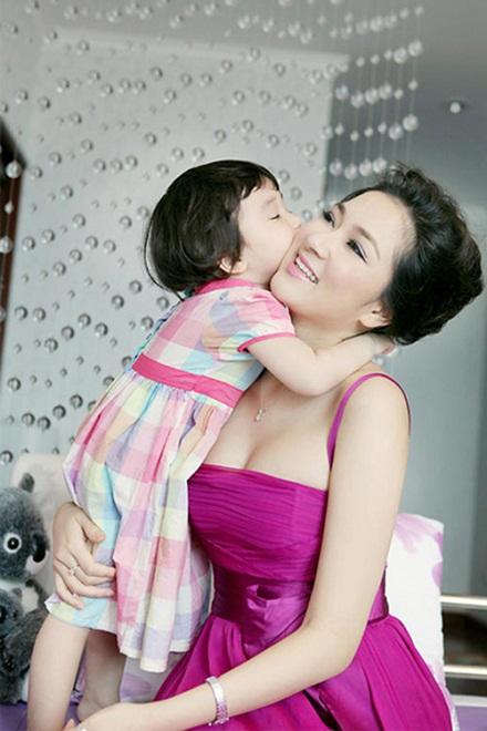 Ngẩn ngơ trước nhan sắc của Hoa hậu Nguyễn Thị Huyền - 12