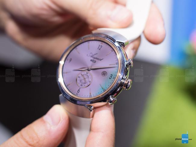 Nhà sản xuất Đài Loan vừa chính thức tung ra thị trường đồng hồ thông minh thế hệ mới Asus ZenWatch 3 ngay trước thềm triển lãm IFA 2016.