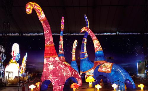 Ngắm lồng đèn hình muông thú khổng lồ ở Sài Gòn - 3