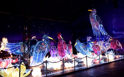Ngắm lồng đèn hình muông thú khổng lồ ở Sài Gòn - 4