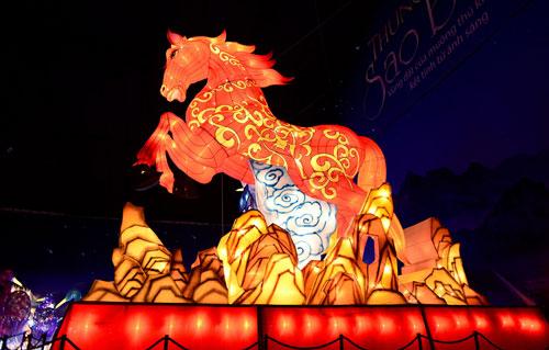 Ngắm lồng đèn hình muông thú khổng lồ ở Sài Gòn - 8