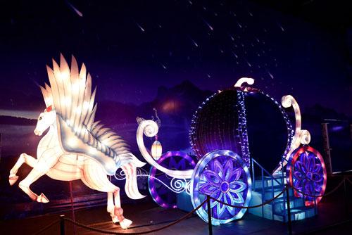 Ngắm lồng đèn hình muông thú khổng lồ ở Sài Gòn - 9