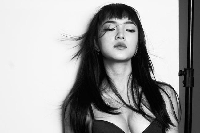 Để kỷ niệm tuổi 19, Châu Bùi (tên thật là Bùi Thái Thảo Châu, sinh năm 1997) đã thực hiện bộ ảnh quyến rũ và nóng bỏng. & nbsp;