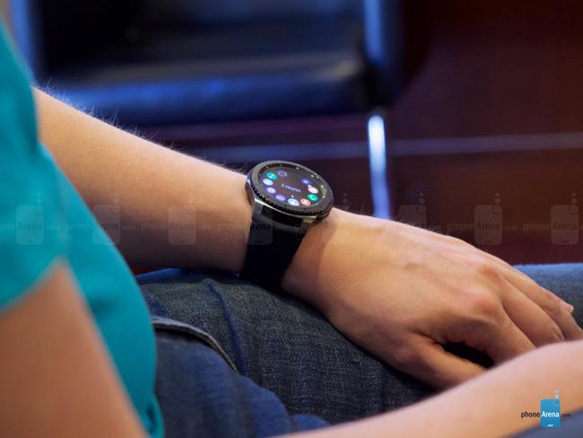 Samsung đã chính thức ra mắt thế hệ đồng hồ thông minh mới là Gear S3 với các biến thể Gear S3 Classic và Gear S3 Frontier ngay trước thềm triển lãm IFA 2016.